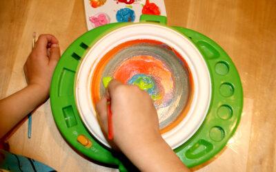 צלחת מסתובבת · ציור עיגולים צבעוניים
