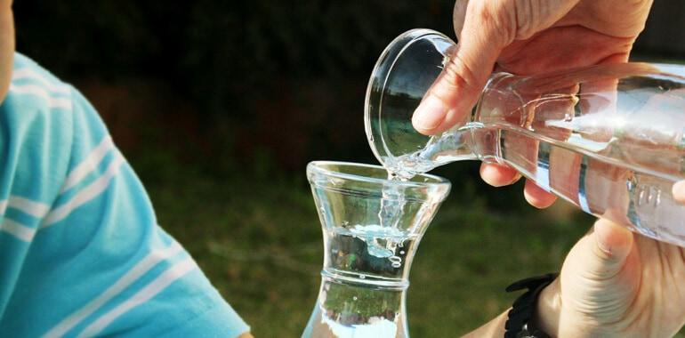 מזיגת מים לבקבוק